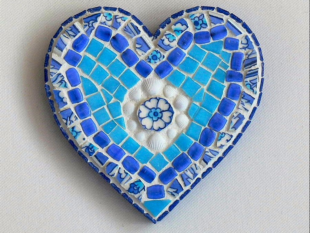original_white-shells-mosaic-heart-wall-art