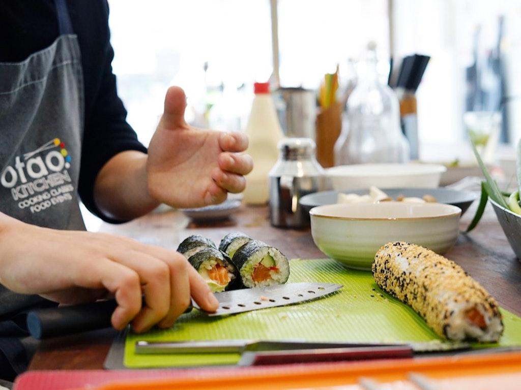 1___Thai_cooking_making_curry_paste_lg