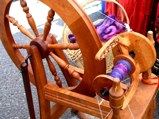 Introduction to Spinning with Handweavers & Spinners Guild of Victoria (Photo from Pinterest)